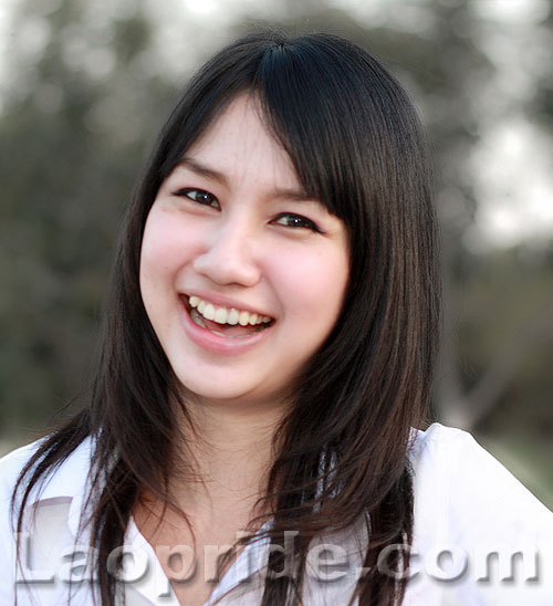 comcenter-college-vientiane-female-student-1.jpg