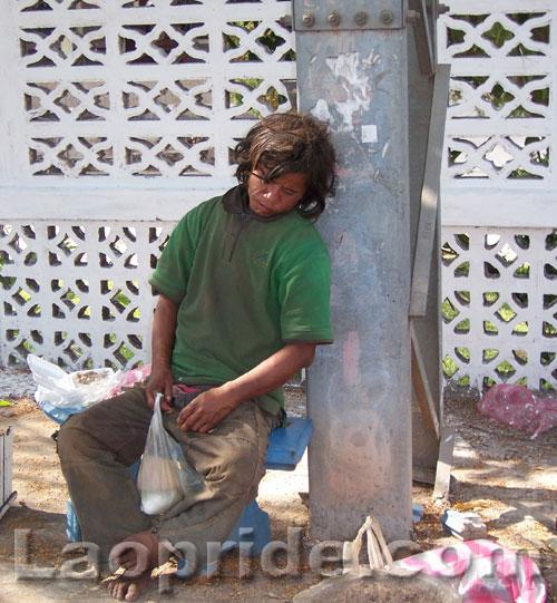 homeless-people-in-laos-2.jpg