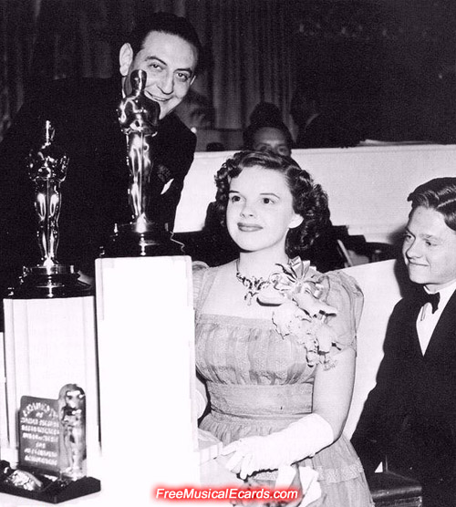 Judy Garland wins an Oscar in 1940