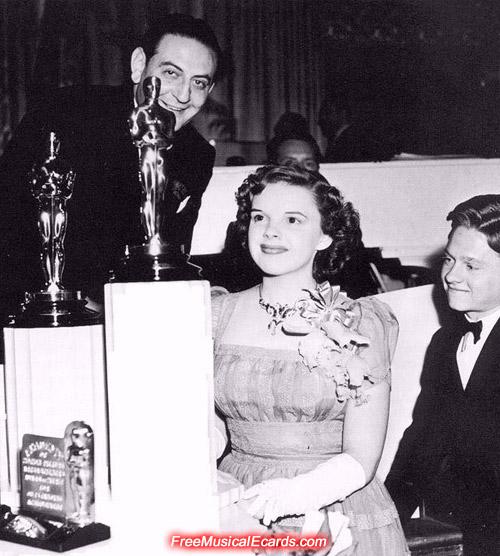 Judy Garland wins an Oscar in 1940