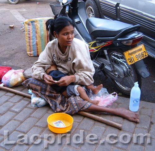 lao-woman-begging-in-vientiane.jpg