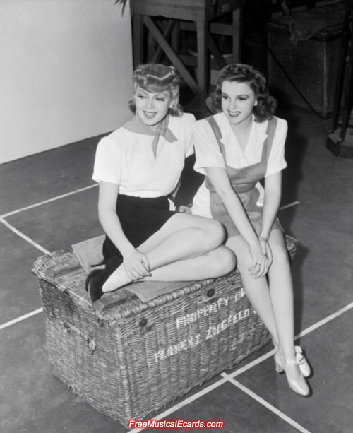Judy Garland (right) and Lana Turner (left)