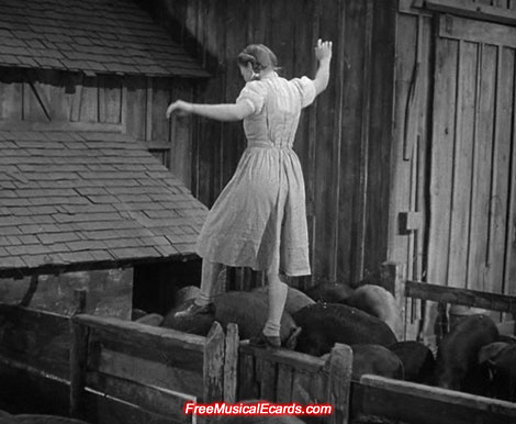 Judy Garland balancing in The Wizard of Oz
