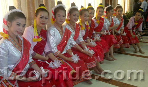 Lao girls in traditional dress