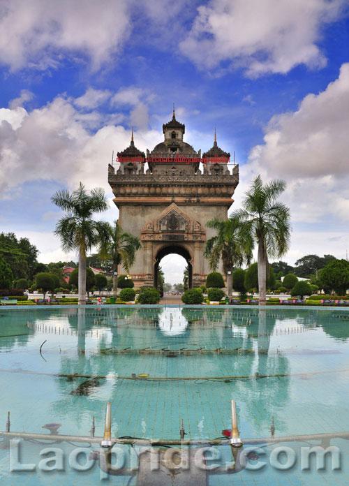 Patuxay monument in Vientiane