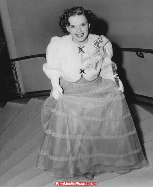 Judy Garland arrives to the Academy Awards ceremony in 1940