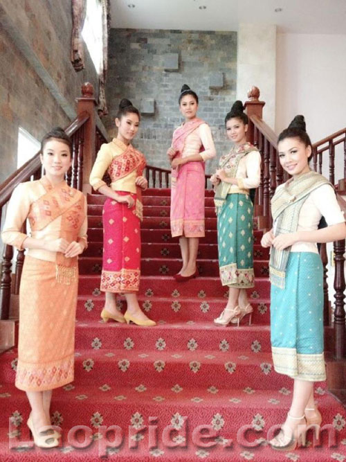 Lao women in traditional clothes