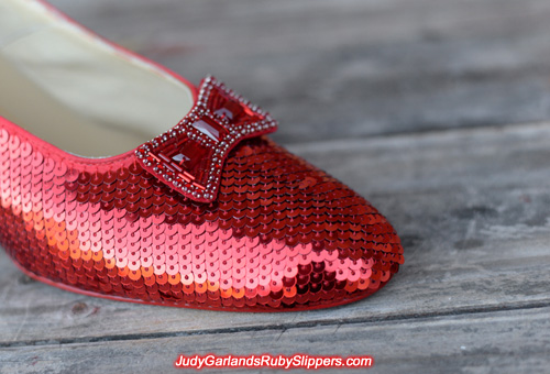 Sequining continues on the right shoe