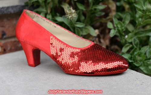 Sequining the right shoe