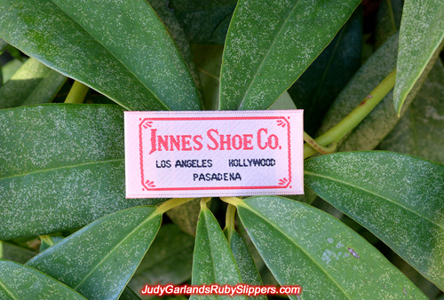 Woven satin Innes Shoe Company label