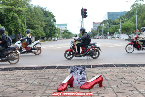 High quality size 5B hand-sewn ruby slippers in Vientiane city