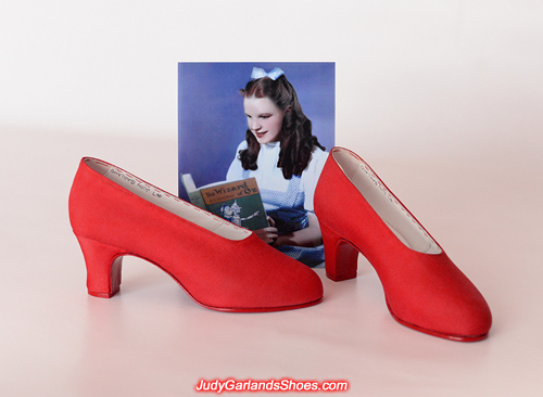 Judy Garland's size 5B silk fabric and leather shoes