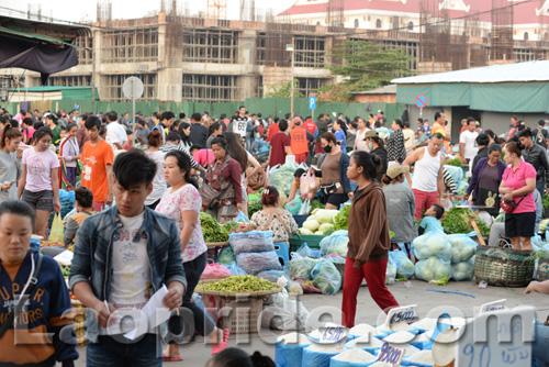 Khua Din market in Vientiane, Laos