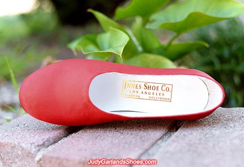 Innes Shoe Company label in size 5B right shoe