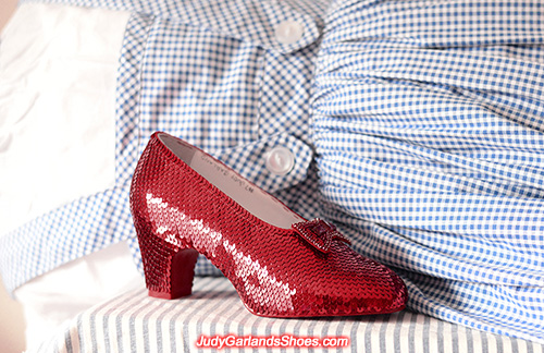 Sequined size 5B right shoe, September 2021